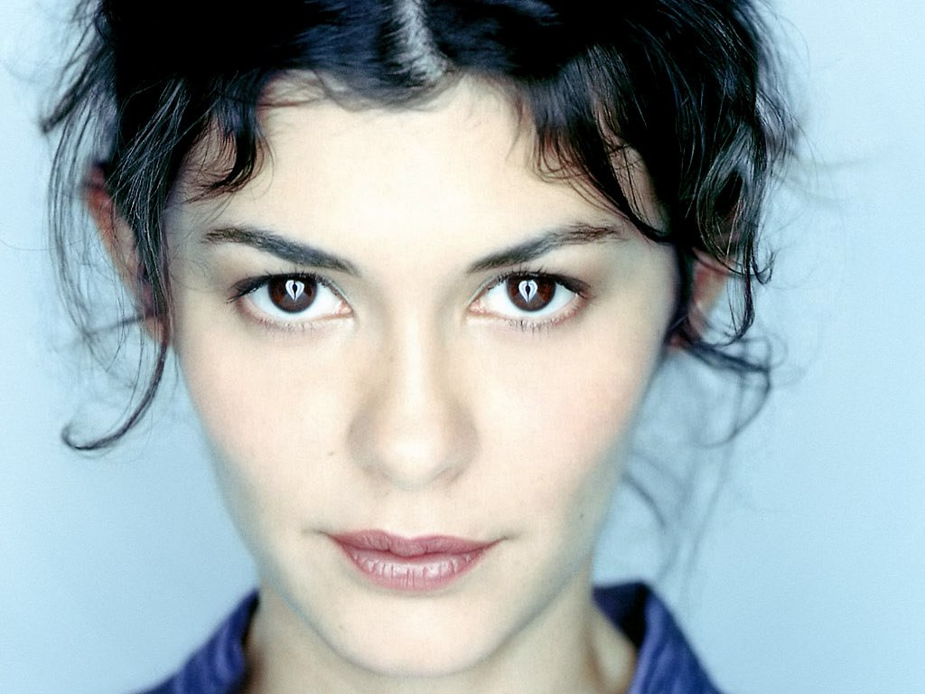 audrey-tautou-amelie-clothes-wallpaper-2