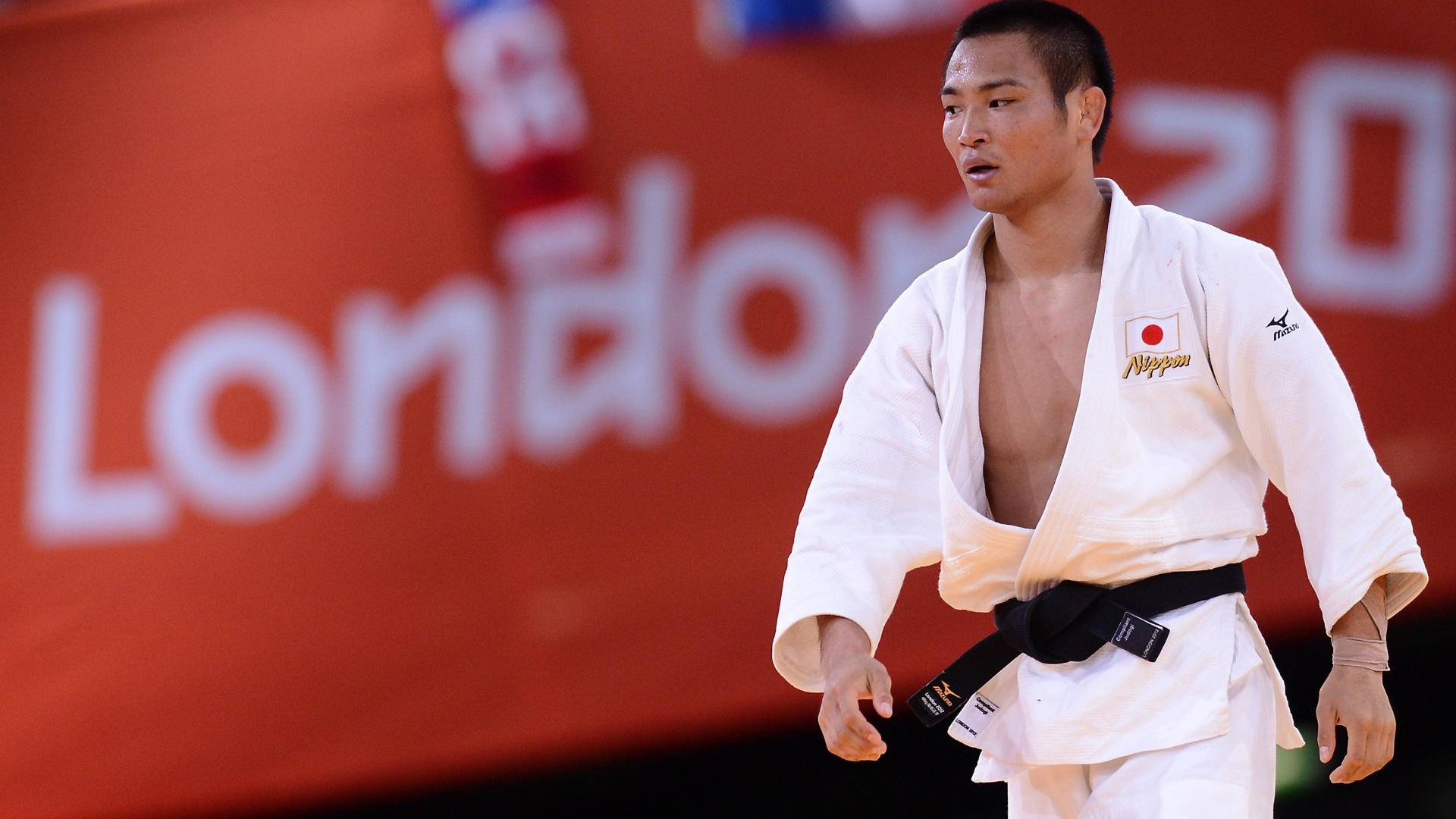 japones-masashi-ebinuma-sobe-ao-tatame-para-enfrentar-o-sul-coreano-jun-ho-em-luta-de-judo-da-categoria-ate-66-kg-29072012-1343572091942_1920x1080
